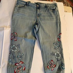 Jeans with Floral Embroidery 'Boyfriend'.